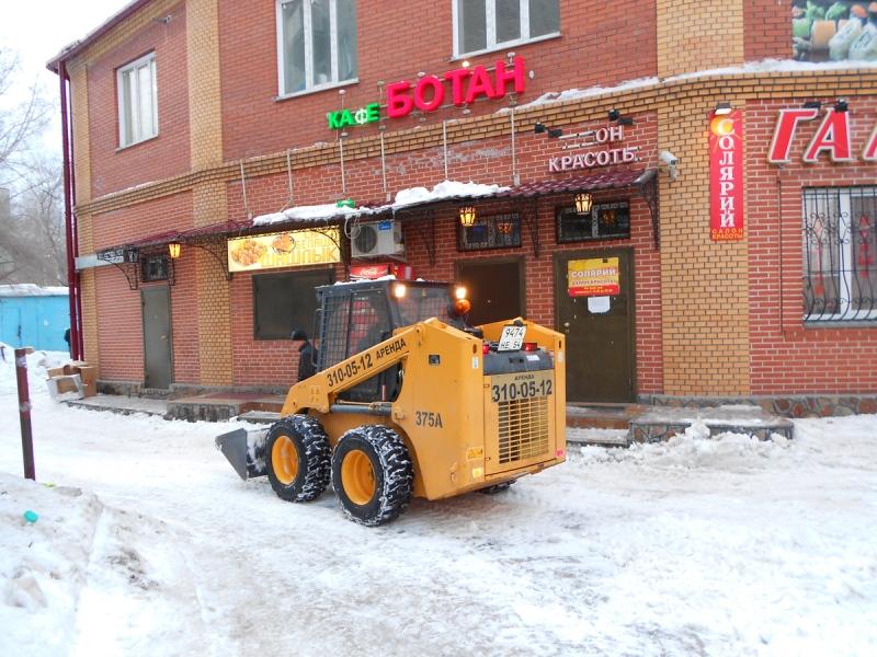 Уборка снега отвалом и щеткой
